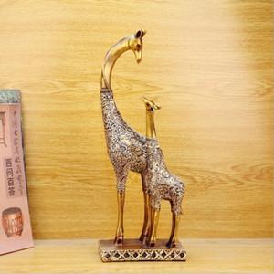 Luxury Art Crafts Christmas Polyresin Giraffe Statue Animal Figure Continental Resin Ornaments Giraffe Crafts Gift for Friends