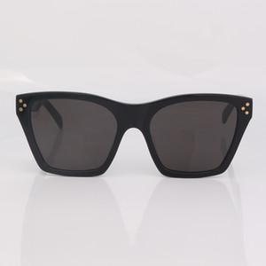 Donne Fashion Fashion Original Brand Men Stud Detail Detail Sunglasses Nero Qualità Donne Lente Grigio Nuovi occhiali da sole con scatola superiore AQMGN