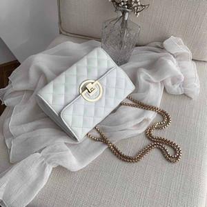 Klasik Moda Üç Boyutlu Kabartmalı Bayan Mektubu Çanta Moda Kapaklı Altın Kilit Çapraz Çanta Kutusu