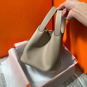 2020 새로운 여성의 패션과 간단한 고급 느낌 야채 바구니 가방 조수 하나의 어깨 핸드백 상단 층 가죽 손 가방 버킷 가방