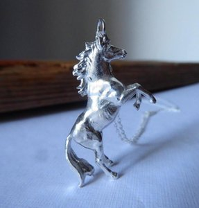 Cute Female Deer Horse Necklaces Pendants Fashion Silver Color Chain Necklaces For Women Vintage Wedding Animal Jewelry