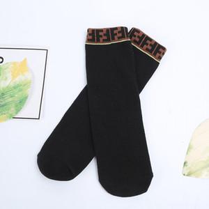 Kinder-Designer-Socken Mode Tide Baby-Buchstabe gedrucktes Patchwork Socken Chidren Mädchen Trendy Lange Socken 2020 die neue Ankunfts
