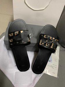 New ladies fashion casual designer sandals, black and white, designer slippers