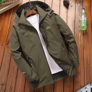 Casual jaqueta corta-vento Brasão Men Primavera Outono Outwear impermeáveis Jackets encapuçado masculino de turismo em Mountain Jacket Men1