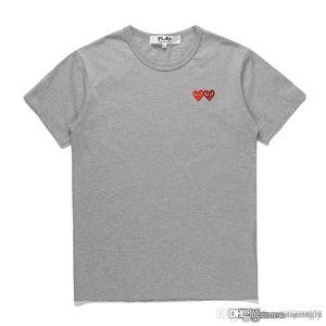 2018 COM mejor calidad Hombres Mujeres COMMES Grey New jugar CDG 1 doble bordado del corazón de la manga corta camisetas Corazón rojo bordado Tee