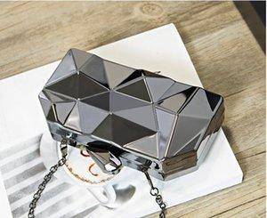 Designer Handbag 2020 New Fashion Female Bag Dinner Metal Hand Chain One Shoulder Messenger Small Square Banquet Bag Best Selling