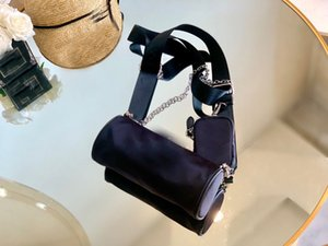 many stars carry this style bag. 2020Retro Lingge Chain Big Tassel Handbags Women Shoulder Bags Pu Leather Crossbody Bag Large Tot