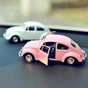 Auto d'epoca Ornamento Lega Model Car Decoration bambole Automotive Beetle Carino Retro Auto Interni Cruscotto Giocattoli Accessori regalo 5abX #