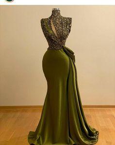 2021 Vestido de Cristal Verde Hunter sirena moldeada Prom vestidos de época de cuello alto Vestido de noche largo del partido Arabia árabe formal