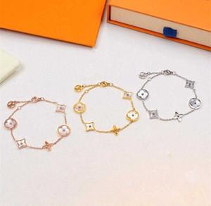 Vente chaude mode européenne et américaine bor hommes et les femmes de coquille marque bracelet 316L bracelet lettre titane V en acier de gros (pas de boîte)