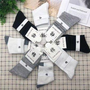 Primavera Estate Mens Designer calze di modo solido mix di colore stampato cotone traspirante Calze sportive stile maschile Calzini