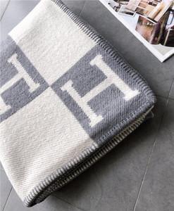L'alta qualità Lettera H coperta del cachemire di 140 * 170 centimetri Crochet morbida sciarpa scialle caldo portatile plaid in pile lavorato a maglia del tiro del tovagliolo del Capo
