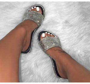 ABER горный хрусталь конфеты цветные тапочки новые моды женщин флип-флоп моды дикий пляж обуви алмазов с плоским дном на открытом воздухе дикие сандалии