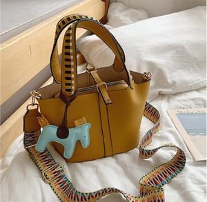 Design Women Bucket Bags New Style Wide Shoulder Straps Shoulder Bags Lady Handbags Pu Bag