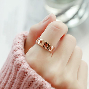 Exaggerated index finger ring female ins fashion does not fade student fresh personality finger