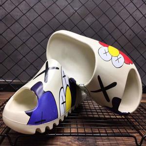 2020 Kanye West areias espuma deslizamento das mulheres dos homens, ósseas marrons de areia do deserto sapatos calçados resina de designer de sandálias de espuma tênis