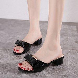 Sexy Damen Peep Toes Frauen Sandalen aus Lackleder Tragen flachen Schienen Bowknot Flip Flops Heiß-Verkauf von Mode-Bonbon-Farben-Strand