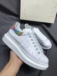 Мужчины Женщины прогулочной обуви Светоотражающие стильные кроссовки кожаные черные женщины белый моды плоские туфли Кроссовки gp191120