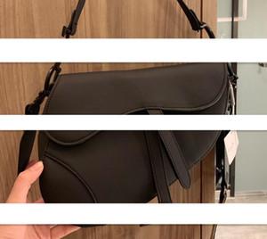 원래 스타일 고품질 2020 새로운 패션 핸드백 어깨 가방 편지 자수 소녀 레이디 메신저 가방 허리 팩 레트로 겨드랑이 가방