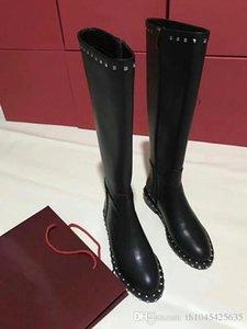 Çivili Kadınlar Şövalye Boots Siyah Deri Sonbahar Kış Bayan Motosiklet Boots Giydirme Düğün Moda Diz Yüksek Boots Perçinler Kadın Patik