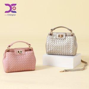 Guangzhou eli 2020 yeni Kore moda el çelik kilit dokuma çanta kadın çantasını dokuma