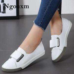Ngouxm 2020 Мода Женщины Мокасины Flats женщина леди женщина скольжению на белом Подлинная кожа мокасины Повседневная обувь Zapatos де Mujer