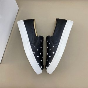 The latest fashion must-have sneakers. High-end designer business casual shoes. Men's running shoes. The combination of fashion and leisur