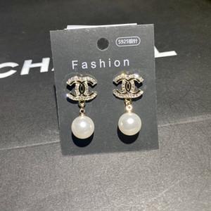 design di lusso orecchini femminile Stud Bee cuore di design elegante di fascia alta epoca gioielli in oro asimmetrici orecchini di perle di moda 12
