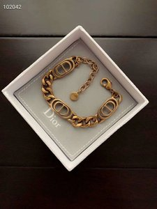 D Luxus-Designer-Schmuck Frauen Armbänder Messing Goldentwerferleistungs-Armband vintage Brief empfindliche Art und Weise Armreif