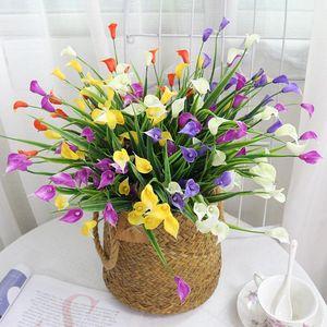 25 Köpfe / Bouquet Mini Artificial Calla mit Blatt Fake Plastic Lily Wasserpflanzen-Hauptraum-Weihnachtsdekor Blume