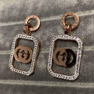 Kadınlar Partisi Hediyeler İçin Yeni Kadın Küpe Rose Gold Titanyum Çelik Küpe Klasik Tasarım Püskül A + CZ Taş Hoop Altın Kaplama kulak Çıtçıt
