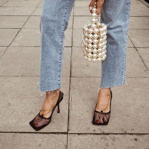 Sıcak satış-Vintage Kare Toe Stretch Kadınlar Altın Zincir Yüksek Topuklar Ayakkabı Kadınlar Hava Mesh Tasarımcı Kadın ayakkabı pompaları