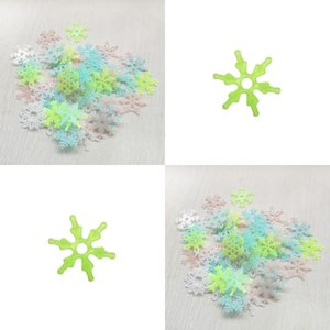 3D Stereoscopic Fluorescent Sticker Child Cartoon Bedroom Decorative Paster Christmas Noctilucent Snowflake Wall Stickers Hot Selling 1 33nh