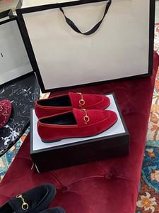 Moda de lazer senhoras rua sapatos baixos, hardware decorativo preto de couro de couro rosa e vermelho de camurça tem uma alta qualidade