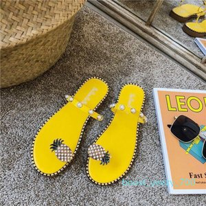 Factory direct free to send women shoes summer sandals beach pineapple flat slippers outside slippers shoes beaded large size b70