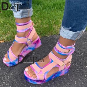 DORATASIA neue Frauen Gladiator Sandalen Damen flache Plattform Bunte Schuhe Frau beiläufige Strand-Sommer-Sandelholz-große Größe 35-43 Y200620