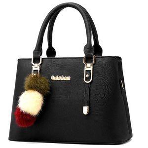 Hot Selling 2020 Women's Bucket Bag Genuine Leather Ladies Rivet Handbags Female Shoulder Bag Casual Tote