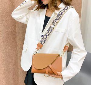 Çapraz ceset torbası tuval yönlü WesternBrand Tasarımcılar Fransız niş çanta kadın 2020 yeni moda tek omuz çanta Prenses torbayı işlemeli
