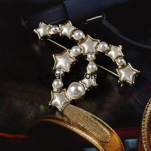 2018 New High Quailty A1269 diamond brooch fashion wild CC clothing factory wholesale fashion exquisite small wild ladies brooch