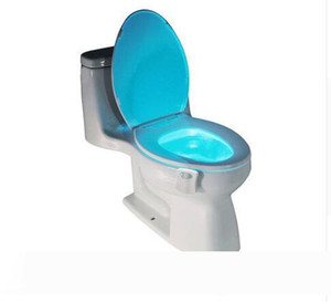 욕실 조명 1PCS PIR 모션 센서 변기 참신 LED 램프 8 개 색상 자동 변경 적외선 유도 빛을 볼