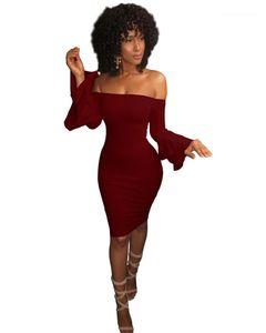 섹시한 슬림 넥 드레스 여성 의류 여성 디자이너 드레스 패션 플레어 슬리브 단색 드레스를 슬래시