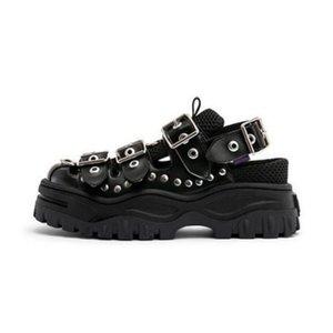 2020 Ins Piattaforma Estate Super Fuoco Dad scarpe pan di Spagna rosso della celebrità netto Ispirato Nail Rivettatura Baotou Roma sandali delle donne