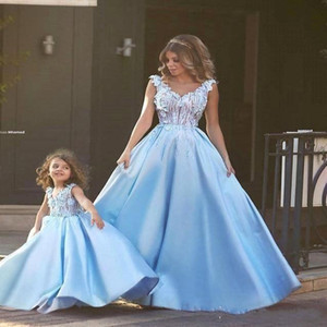 Cheap Sexy Sky Blue Prom Dresses V Neck Lace 3D Appliques Beaded Illusion Satin Backless Women Dress Plus Size Girls Party Evening Gowns
