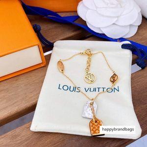 Hot Sale Fashion Jewelry Sets Lady 316L Titanium steel Four Leaf Flower V Letter 18K Plated Gold Double Deck Necklaces Bracelet With box r1