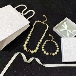Best selling classic letter pearl wild fashion jewelry set womens pearl necklace pearl bracelet