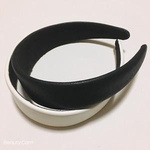 Accessoires de mode cheveux classique 2 couleur PU bandeau avec le symbole métal C hairband classique pour dames collection articles de design de luxe