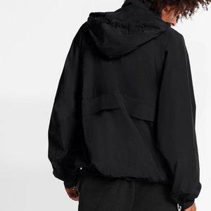 Мода европейского 2054 Future Metal Logo Куртка с капюшоном Ветровки Негабаритной куртки Пары мужских и женщины Сыпучего Thin пальто HFXHJK102