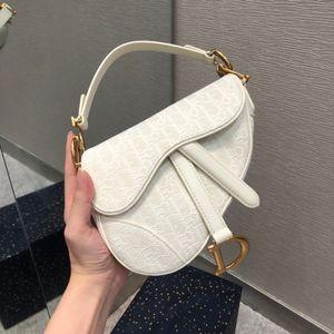 Les nouvelles affaires de style décontracté de tendance de la mode sac à main de sac de selle haut de gamme 7A sac à main de dame sur mesure classique qualité accessoires métalliques d'or