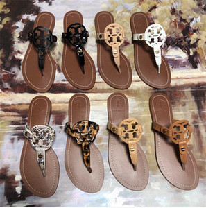 Flip-flops and beach sandals are suitable for both men and women. simulated leather shoes make high-end summer cool slippers, non-slip ca