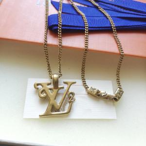 Yeni Avrupa Amerika Moda Erkekler Lady Kadınlar Altın renkli Donanım V harfleri kolye ile Squared V Harf Altın kolye H varış